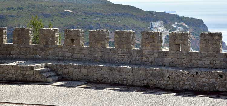 sesimbra castle walls